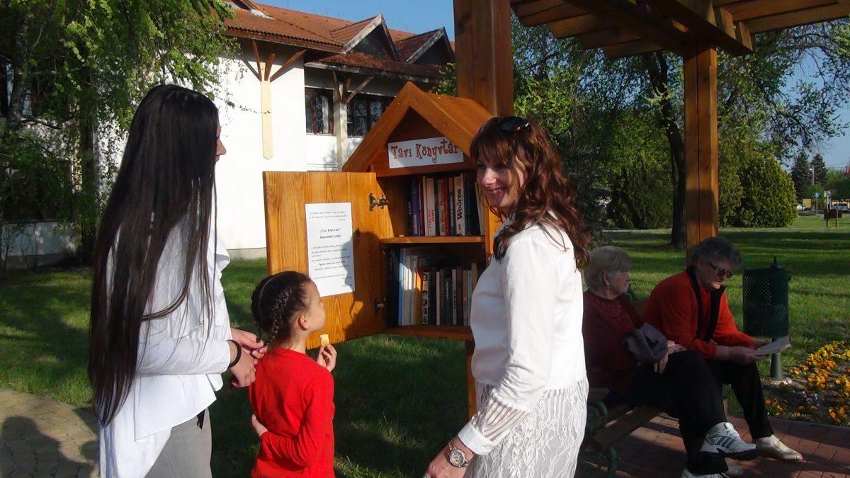 Tavi Könyvtár avatóval ünnepelte községünk a magyar költészet napját
