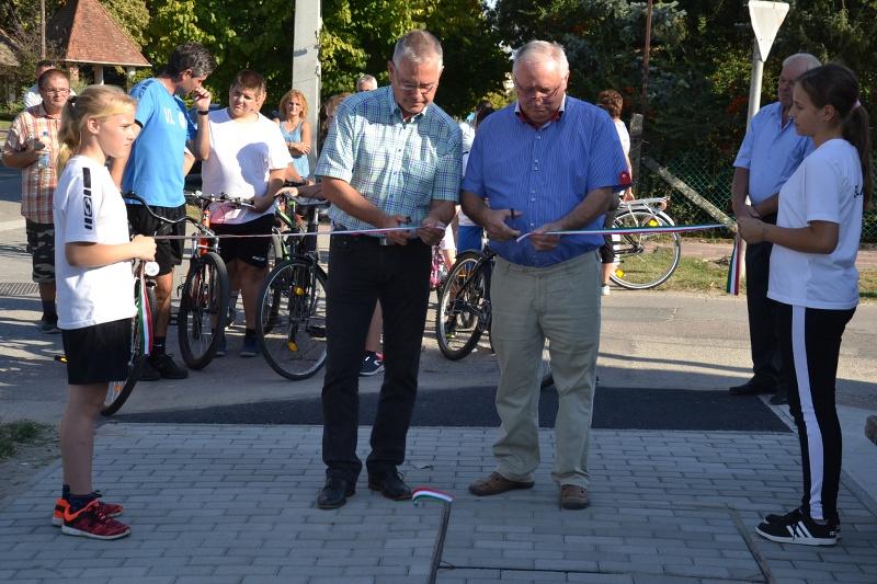 Újabb kerékpárutat adtak át a Falunapokon