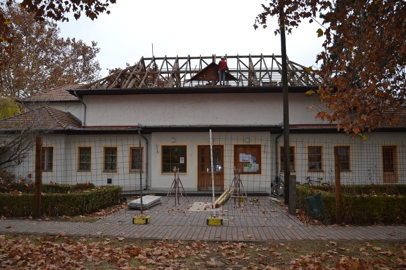 Megkezdődött a művelődési ház tetőcseréje