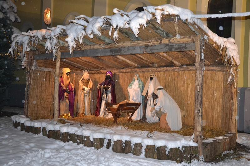 Elkészült a Betlehem a templomkertben