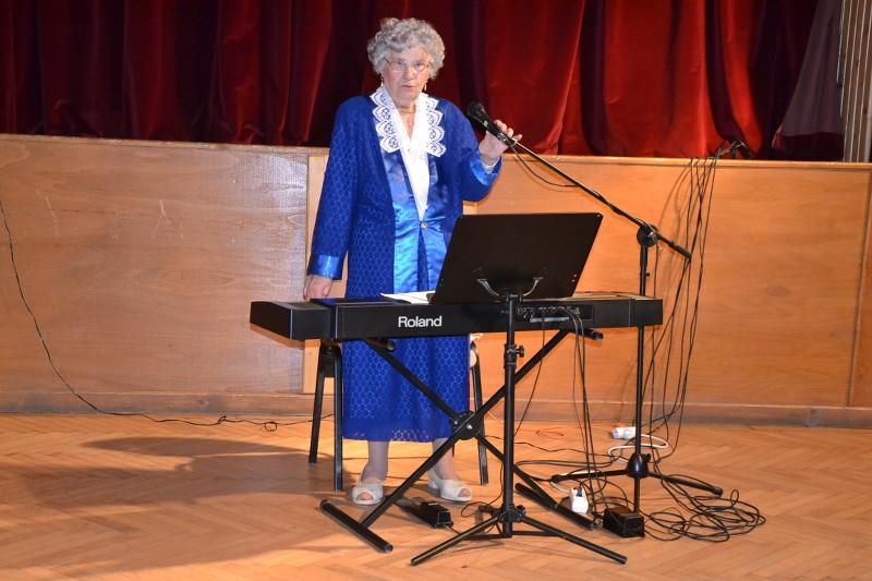 Raffai Éva aranydiplomás tanárnő énekelt a művelődési házban