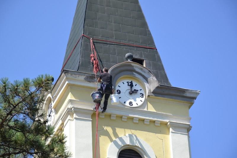 Ipari alpinisták renoválják a templomtornyot