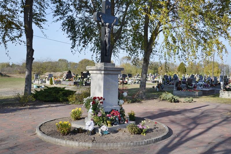 Halottak napján megemlékezés a temetőben