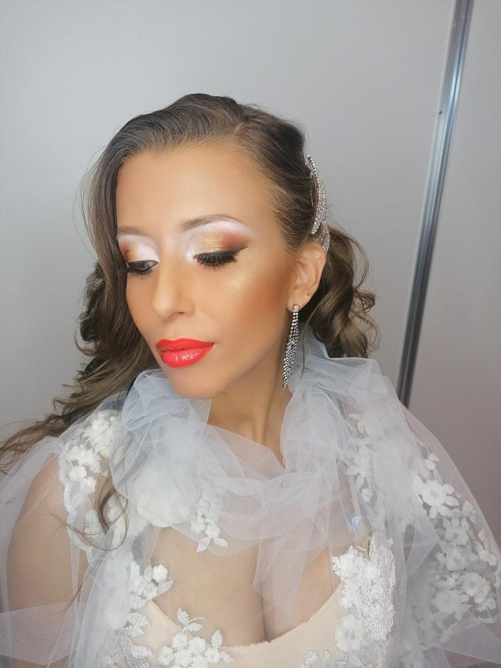Menyhárt Eszter menyasszonyi sminkkel harmadik lett az országos bajnokságon