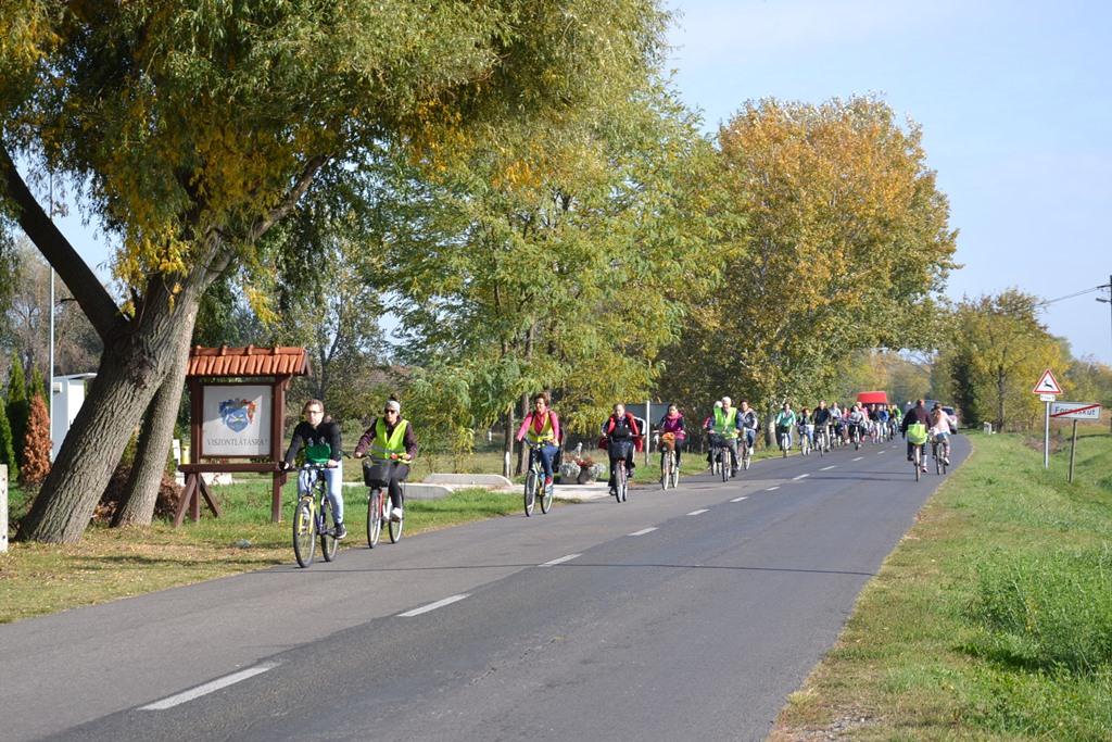 Kerékpárral voltak szomszédolni a balástyaiak Forráskúton